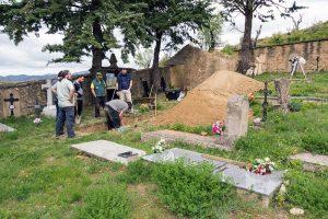 Trabajos de exhumación de dos guerrilleros en Fuencalderas (Zaragoza).